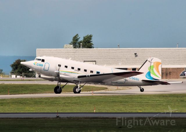 Douglas DC-3 (turbine) (C-GGSU) - Leaving rwy 25 for Muskoka.