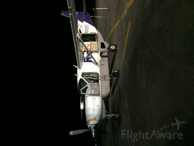 Cessna Caravan (N922FE) - Ready for cargo.