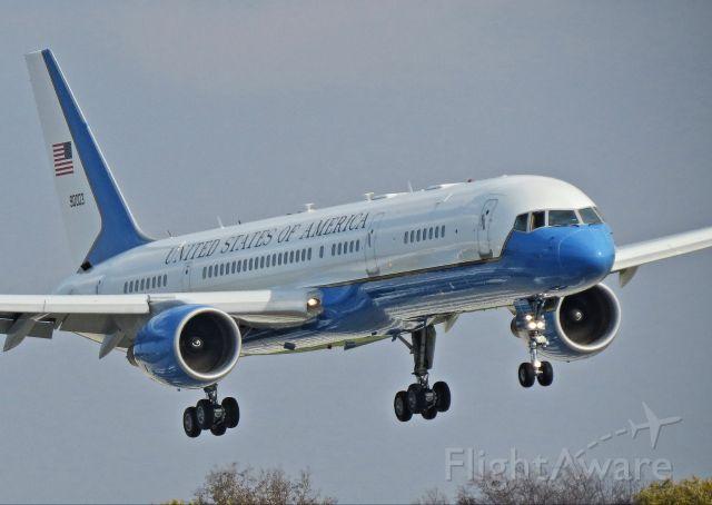 Boeing 757-200 (N90003) - Boeing C-32  operating as Air Force 2
