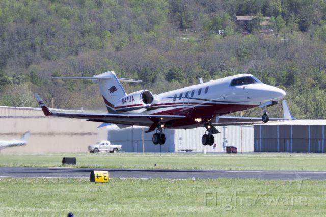 Learjet 40 (N41UA) - Departing a Drake Field, Fayetteville, AR.
