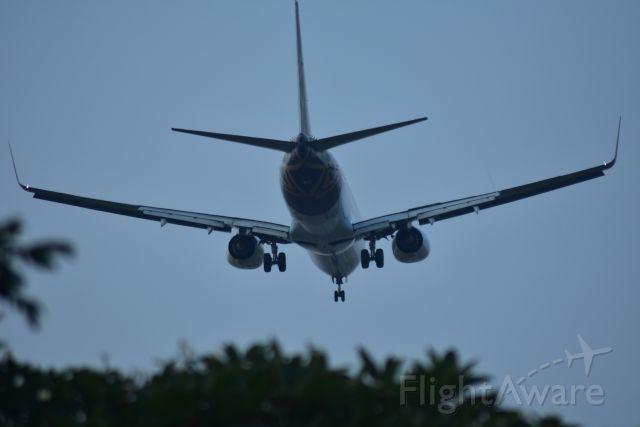 Boeing 737-700 (VT-TGC) - Early morning arrival, Vistara, RWY 20R, Changi, Singapore.