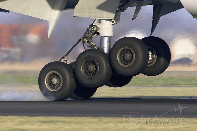 Boeing 777-200 (HL8045) - Arriving ..