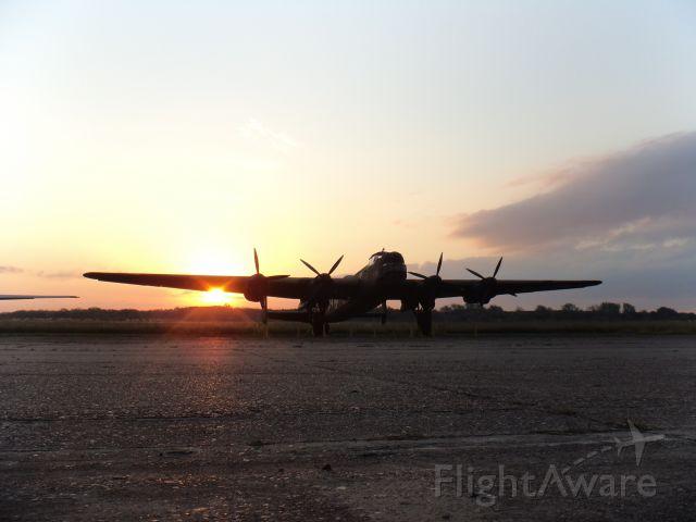 B004 — - AVRO 694 LINCOLN B.Mk.2 / FUERZA AEREA ARGENTINA / MUSEO NACIONAL DE AERONAUTICA / MORON-ARGENTINA.