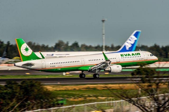 Airbus A321 (B-16215)
