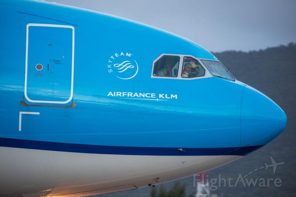 Airbus A330-200 (PH-AOM) - Safe flight Capt.