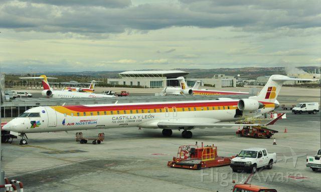 Canadair Regional Jet CRJ-200 (EC-LOX) - Iberia/Air Nostrum Canadair CL-600-2E25 Regional Jet CRJ-1000 EC-LOX in Madrid Barajas