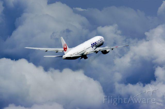BOEING 777-300 (JA771J)