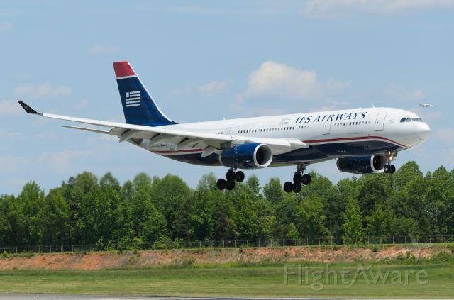 Airbus A330-200 (N283AY)