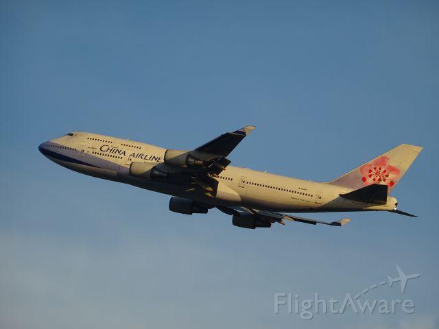 Boeing 747-400 (B-18211)