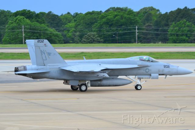 """McDonnell Douglas FA-18 Hornet (16-9117) - U.S. NAVY STRIKE FIGHTER SQUADRON VFA-122 FLYING EAGLES F/A-18E Super Hornet taxiing. Motto: """"Professionalism & Loyalty."""" - 5/3/17"""