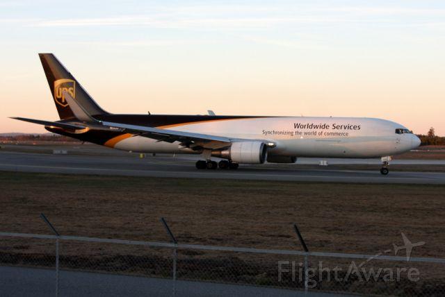 BOEING 767-300 (N332UP)