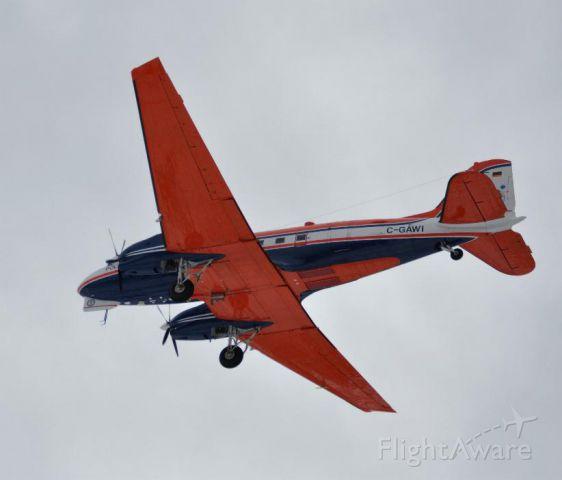 Douglas DC-3 (C-GAWI) - final approach cyyr
