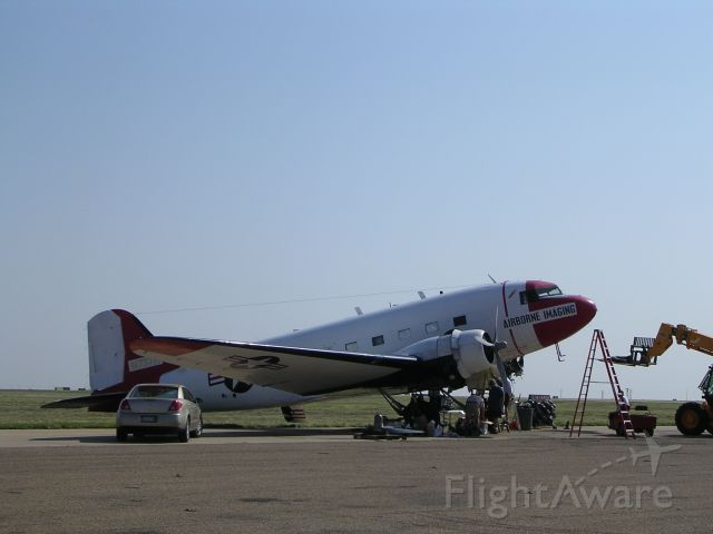 Douglas DC-3 (N737H)