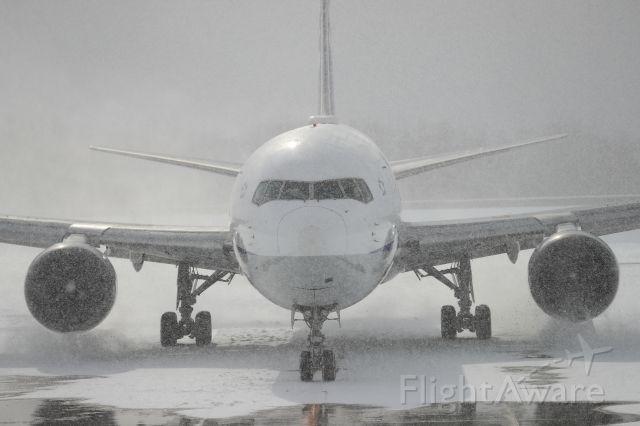 BOEING 767-300 (JA609A) - December 2nd 2017:HND-HKD.