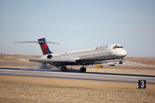 McDonnell Douglas MD-90 (N929DN) - Landing on 16L.