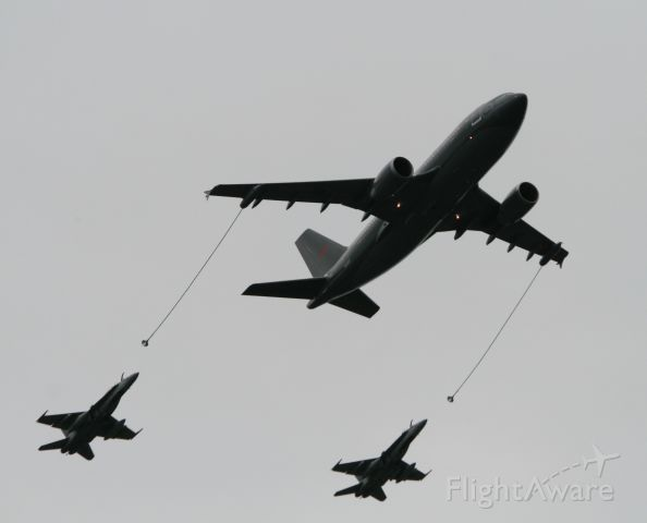 — — - Vintage Wings of Canada Airshow - Sept. 14/15 2013.  Simulated refuelling of two CF-18 Hornets