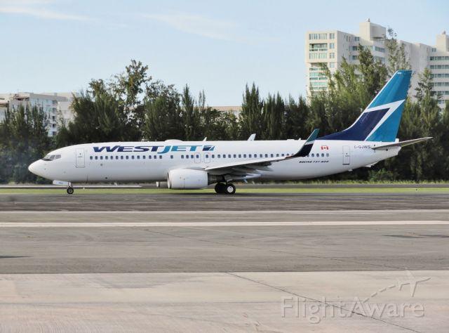 Boeing 737-800 (C-GJWS) - Good canadian weekend!