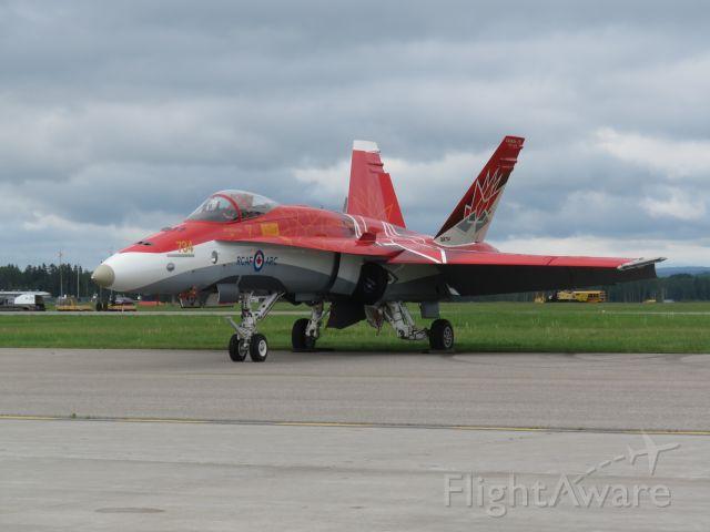 McDonnell Douglas FA-18 Hornet (18-8734)