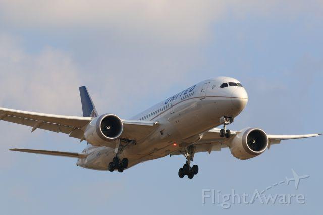 Boeing 787-8 (N27903) - Arriving at KIAH R27