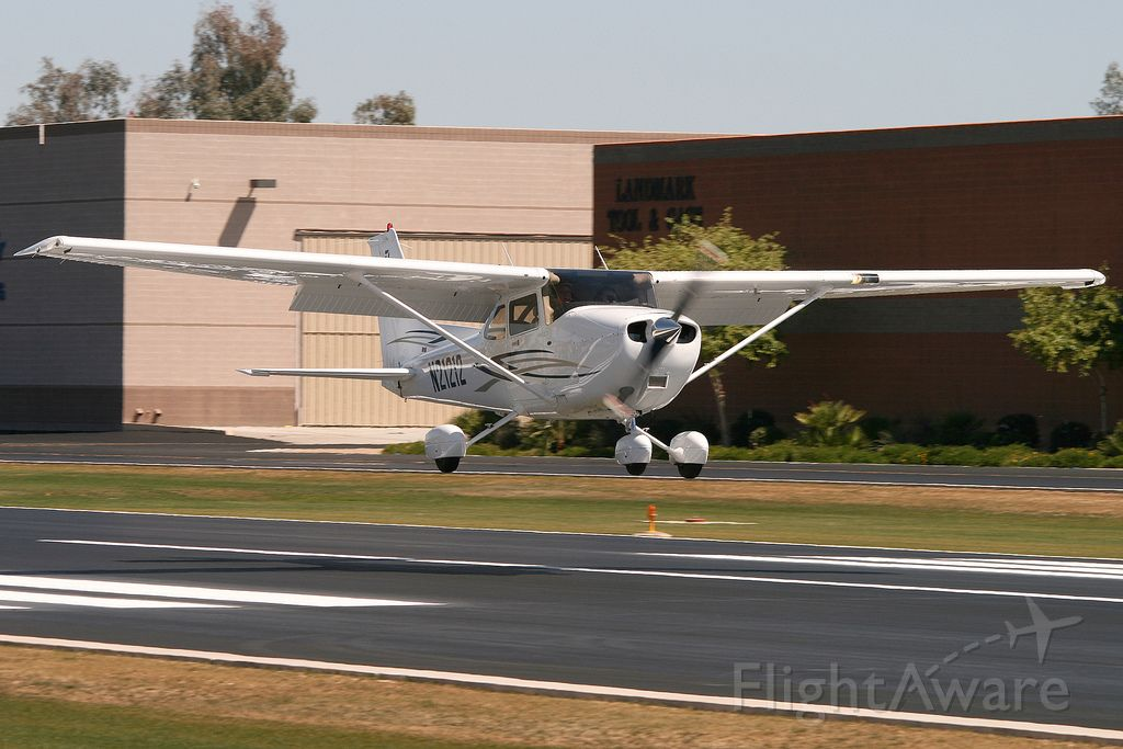 Cessna Skyhawk (N21212)