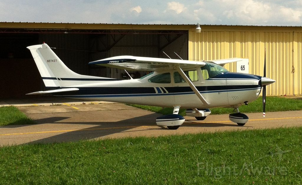 Cessna Skylane (N97437)