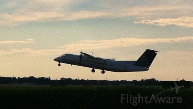 de Havilland Dash 8-300 (N838CA)