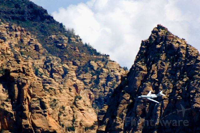 Cessna Citation X (N701LX) - Sedona, AZ (KSEZ) tight base turn to final runway 21.