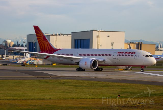 Boeing 787-8 (VT-ANE) - I stopped for about 45 minutes at KPAE after leaving work. (Boeing) Caught 1 overhead driving over to the Future of Flight Center and saw this Air India shortly after arriving.