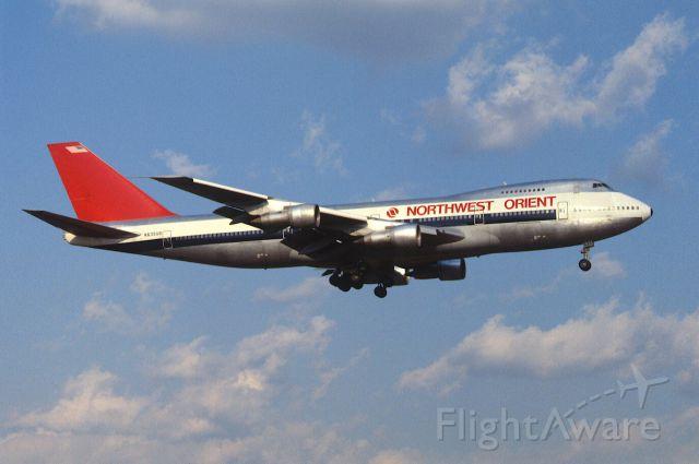 Boeing 747-200 (N635US) - Final Approach to Narita Intl Airport Rwy16 on 1986/02/09