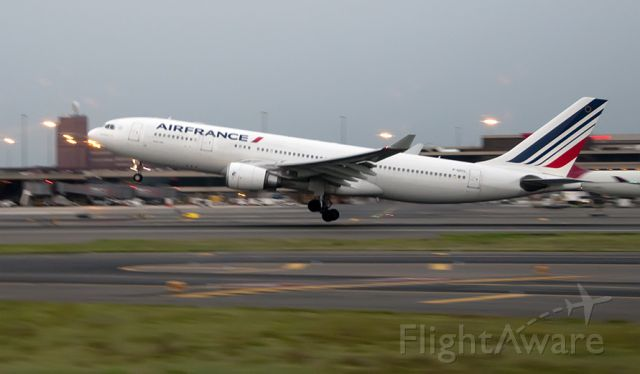 Airbus A330-200 (F-GZCL) - Departing parallel at KEWR