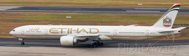 BOEING 777-300ER (A6-ETS)