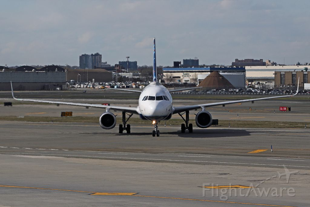 Airbus A320 (N804JB) - Nose on with JBU2154 arriving from Palm Beach PBI