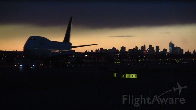 Boeing 747-400 — - New York skyline