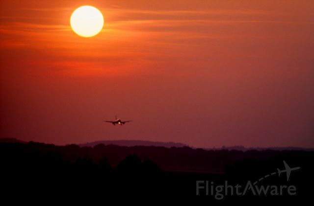 — — - Arriving MUC in the sunset. September 2015<br />Approach LH Southern Runway