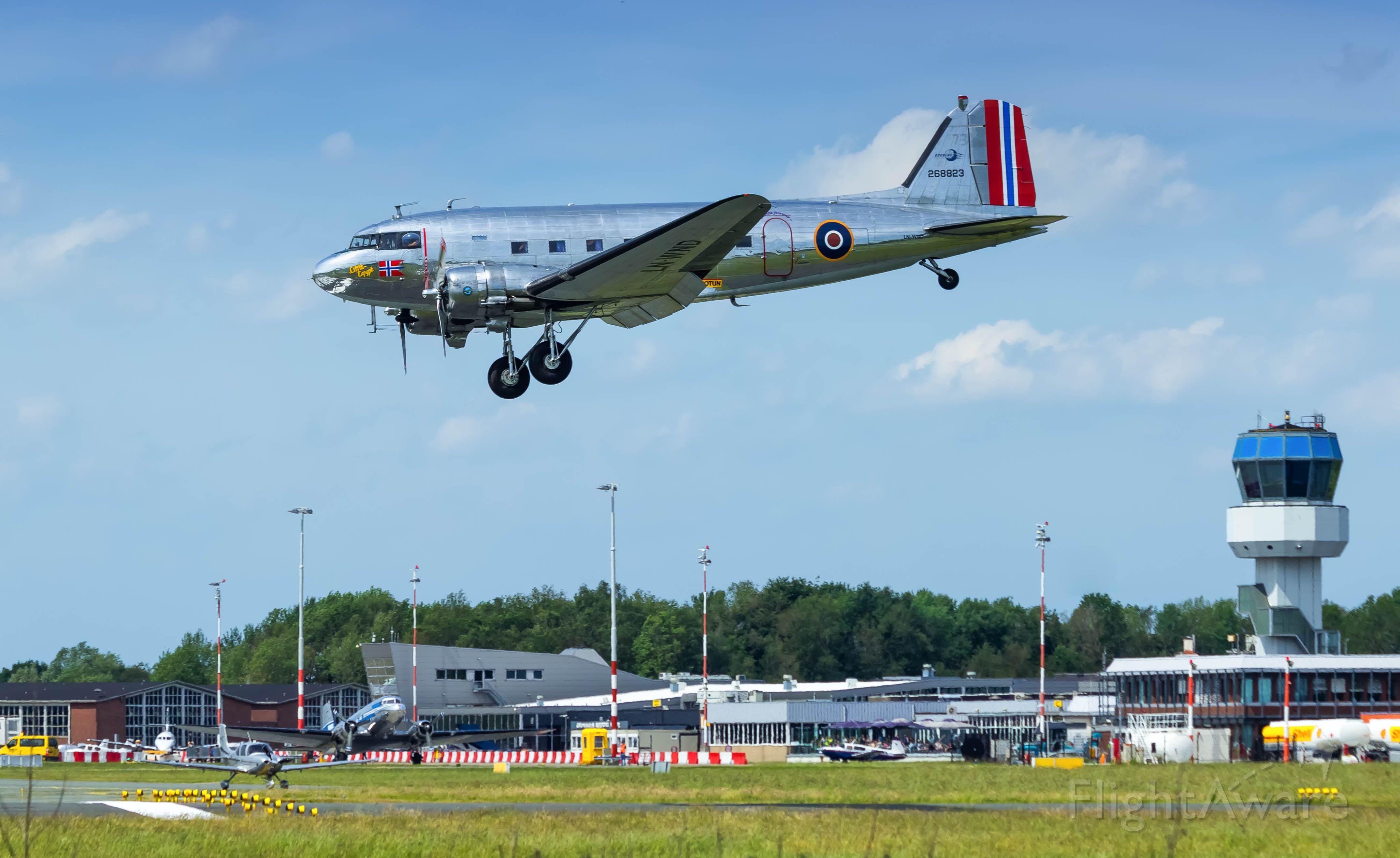 Douglas DC-3 (LN-WND)