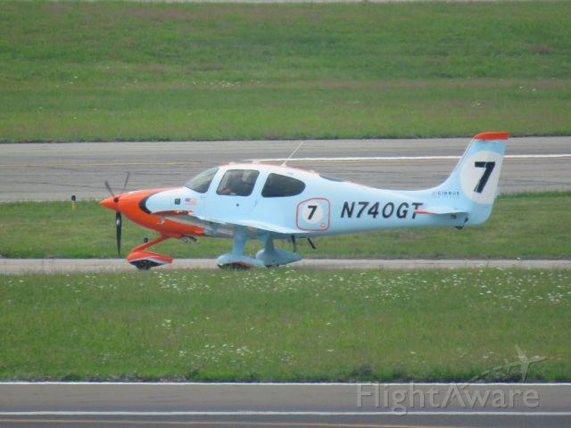 Cirrus SR-22 (N740GT)
