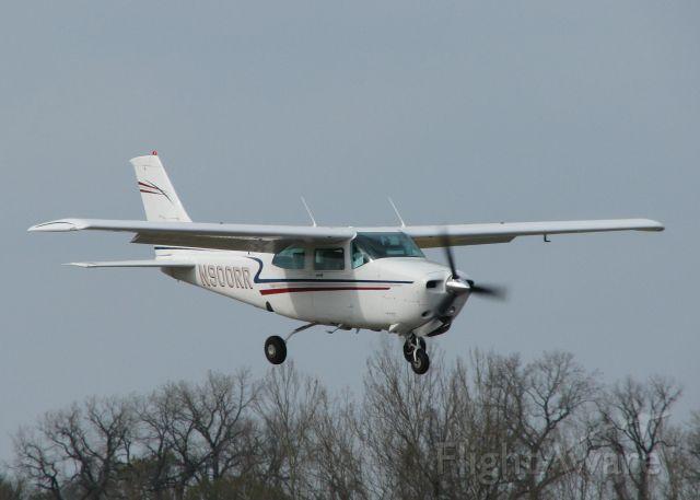 Cessna Centurion (N900RR) - Landing on 14 at Downtown Shreveport.