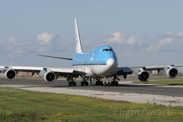 Boeing 747-400 (PH-BFB) - July 25, 2010 - leaving Toronto for Amsterdam