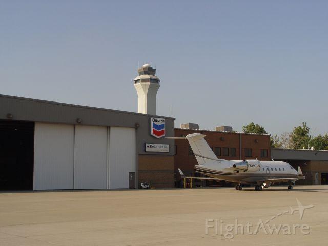 Canadair Challenger (N497DM) - Delta AirElite FBO and executive terminal.