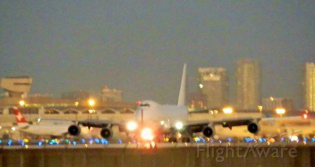 Boeing 747-400 (N419MC)