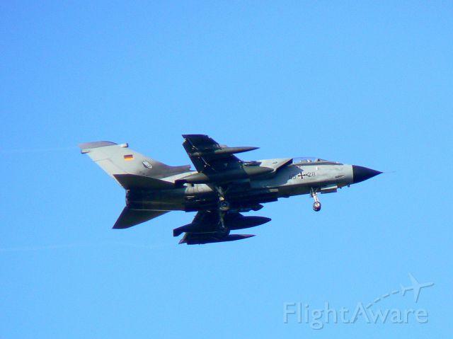 — — - Tornado Büchel 4528 im Anflug