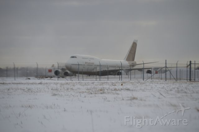 Boeing 747-400 (N322SG) - Atlas 747 pulling into Atlantic Aviation carrying the Jacksonville Jaguars.