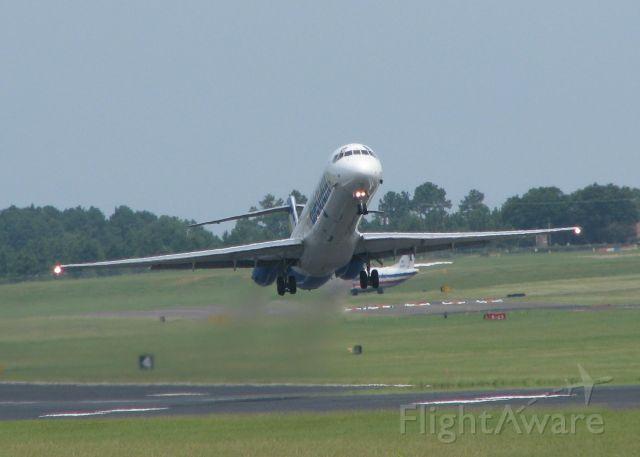 McDonnell Douglas MD-82 (N406NV) - Allegiant Air MD-82 lifting off of Rwy 14 at Shreveport Regional.
