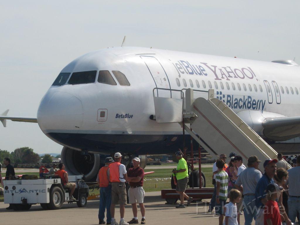 Airbus A320 (N651JB)