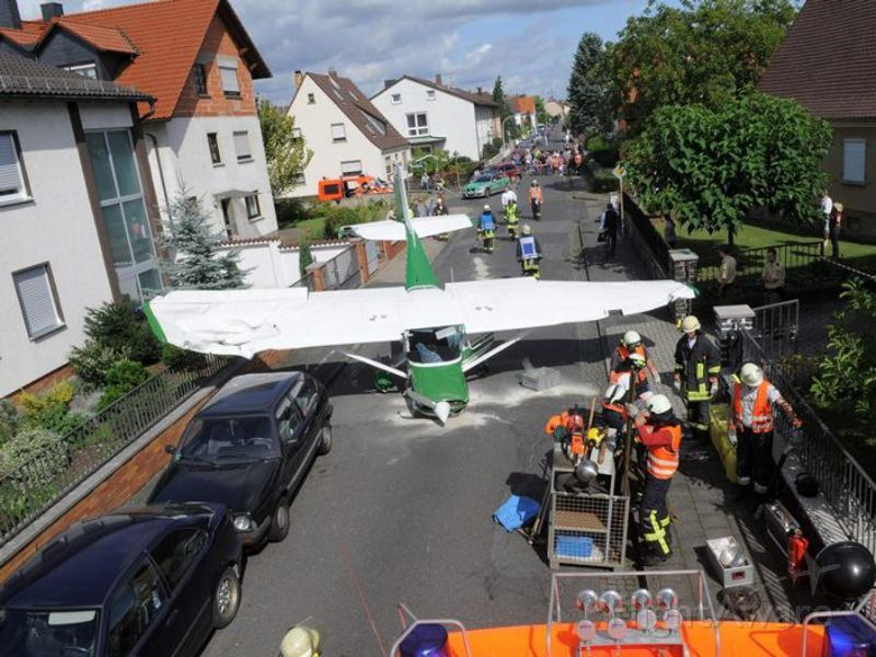Cessna Commuter (N6619F) - Cessna 150 makes an emergency landing in the small town of Stockstadt, near Frankfurt, Germany today. Pilot and passenger walked away, nobody harmend on the ground. Source of photo unknown, no copyright infraction intended.