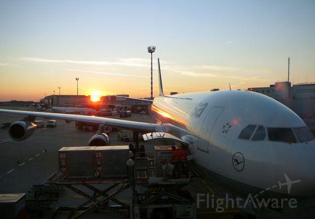 Airbus A340-300 —