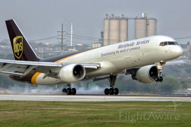 Boeing 757-200 (N419UP) - 22 arrival.