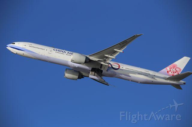 BOEING 777-300ER (B-18006)