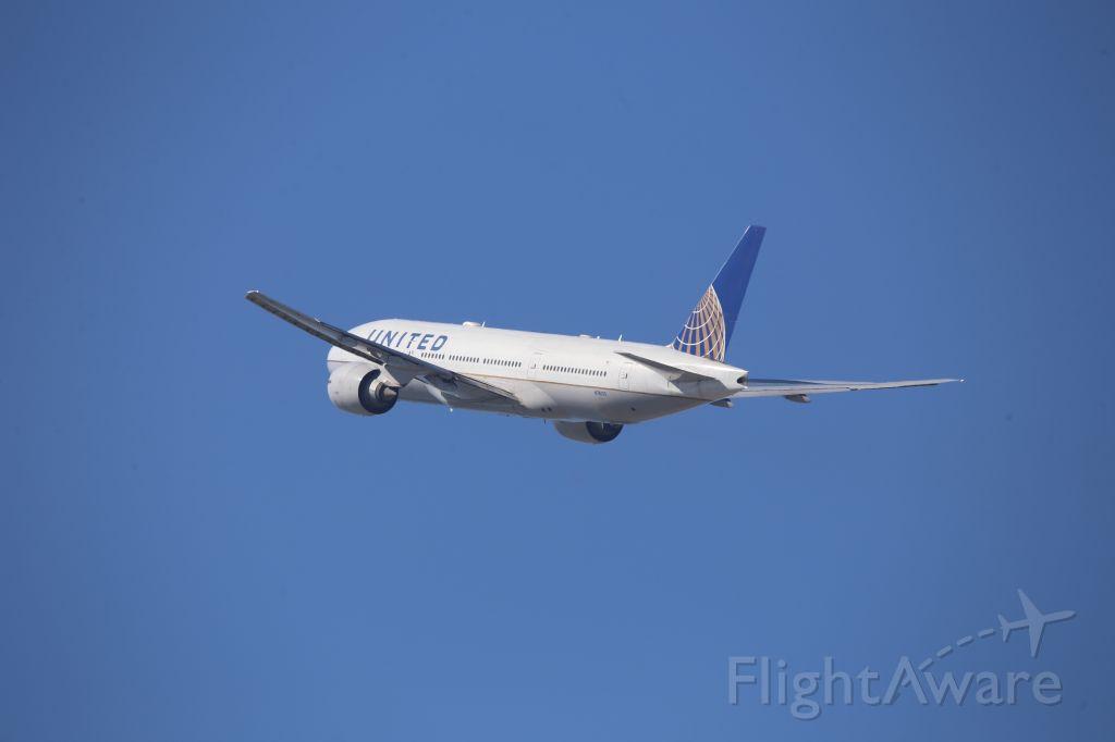 Boeing 777-200 (N78013)