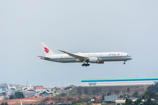 Boeing 787-8 (B-7899) - Foto tirada no morrinho de Guarulhos